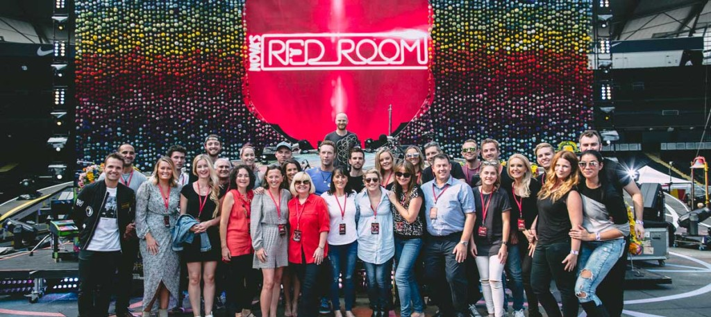 Coldplay is joined by the winners of Nova Red Room 2016