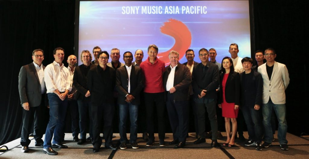 Denis Handlin and regional team in Singapore with Kazuo Hirai, global president & CEO of Sony Corporation (front centre), and Dennis Kooker, Sony Music president global digital business and US sales (front row second from left)